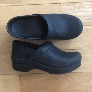 Dansko Black Professional Clog Leather 35